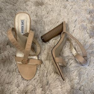 NEW Cape Robbin heels